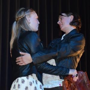 """OVIGO Theater, """"Jakes Frauen"""", Magdalena Höcherl mit Martina Baumer"""