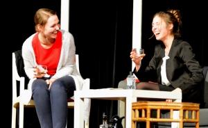 """""""Der Gott des Gemetzels"""", OVIGO Theater, Julia Ruhland und Vanessa Civiello"""