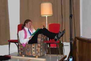 """Michael Zanner als Souffleur (""""Die Verwandlung"""", OVIGO Theater 2016)"""
