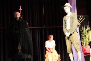 """""""Schneewittchen"""" / OVIGO Theater / Königin, Hofdame und Jäger"""