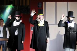 """Erich Wein als Zimmerherr (rechts) in """"Die Verwandlung"""" (OVIGO Theater, 2016)"""