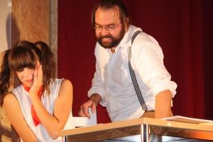 """OVIGO Theater, """"Die Unterrichtsstunde"""", Lisamarie Berger als Schülerin (2015)"""