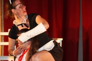 """OVIGO Theater, """"Die Unterrichtsstunde"""", Lisamarie Berger mit Martina Baumer"""