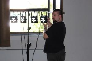 OVIGO-Technikmann Christian Schneider sorgt für Licht