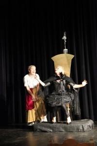 """OVIGO Theater / """"Schneewittchen"""" / Hofdame und Königin"""