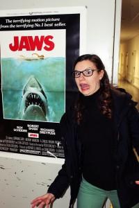 """Theresa Weidhas als weißer Hai (""""Männerhort"""" im Donau-Einkaufszentrum)"""
