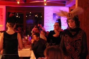 OVIGO, Dinner mit Killer, Brauerei Jacob Bodenwöhr, Sophia Ströhl (rechts)