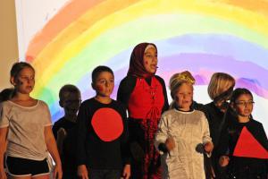 """""""Königin im Land Bunt"""", Projekt mit Grundschule Oberviechtach, OVIGO Theater"""