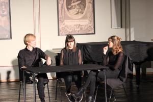"""Stückentwicklung """"Identität"""" mit OVIGO-Jugendlichen und Bundesfreiwilligen, 2019"""