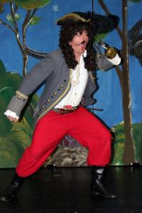 "Mike Zanner als Hook (""Peter Pan"")"