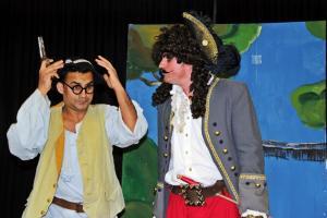 Junaid Bajauri als Smee (Peter Pan)