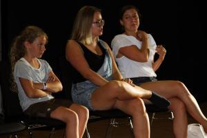 OVIGO Theater-Training mit Anna Klepser (Mitte)
