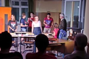 """OVIGOs """"Mein Freund, der Schrank"""" im Musiksaal 2 (Ortenburg-Gymnasium)"""