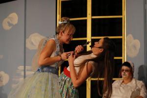 """Sabrina Zach mit Sarah Ebnet (""""Peter Pan"""")"""